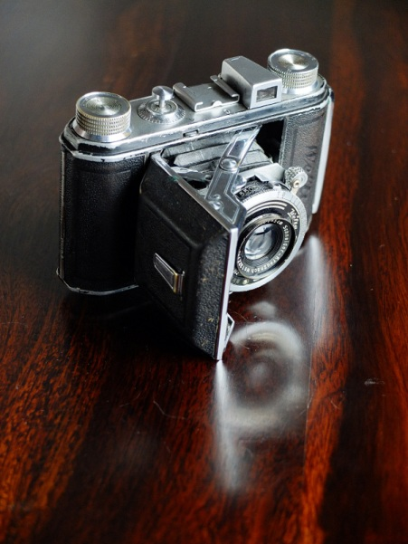 Little aged Welta Weltix camera (in perfect working condition)